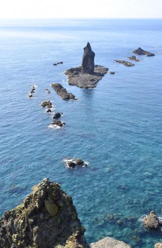 美しいエメラルドグリーンの海!・・・んっ?