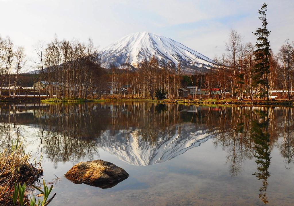 水面に映る羊蹄山